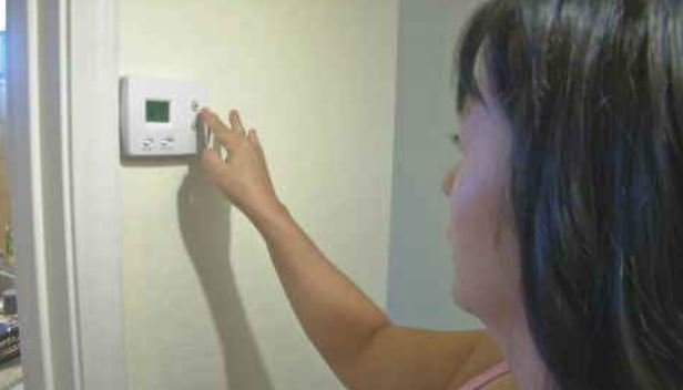 Luz Lopez couldn't afford a new air conditioner so she rented one. (Source: 3TV/CBS 5)