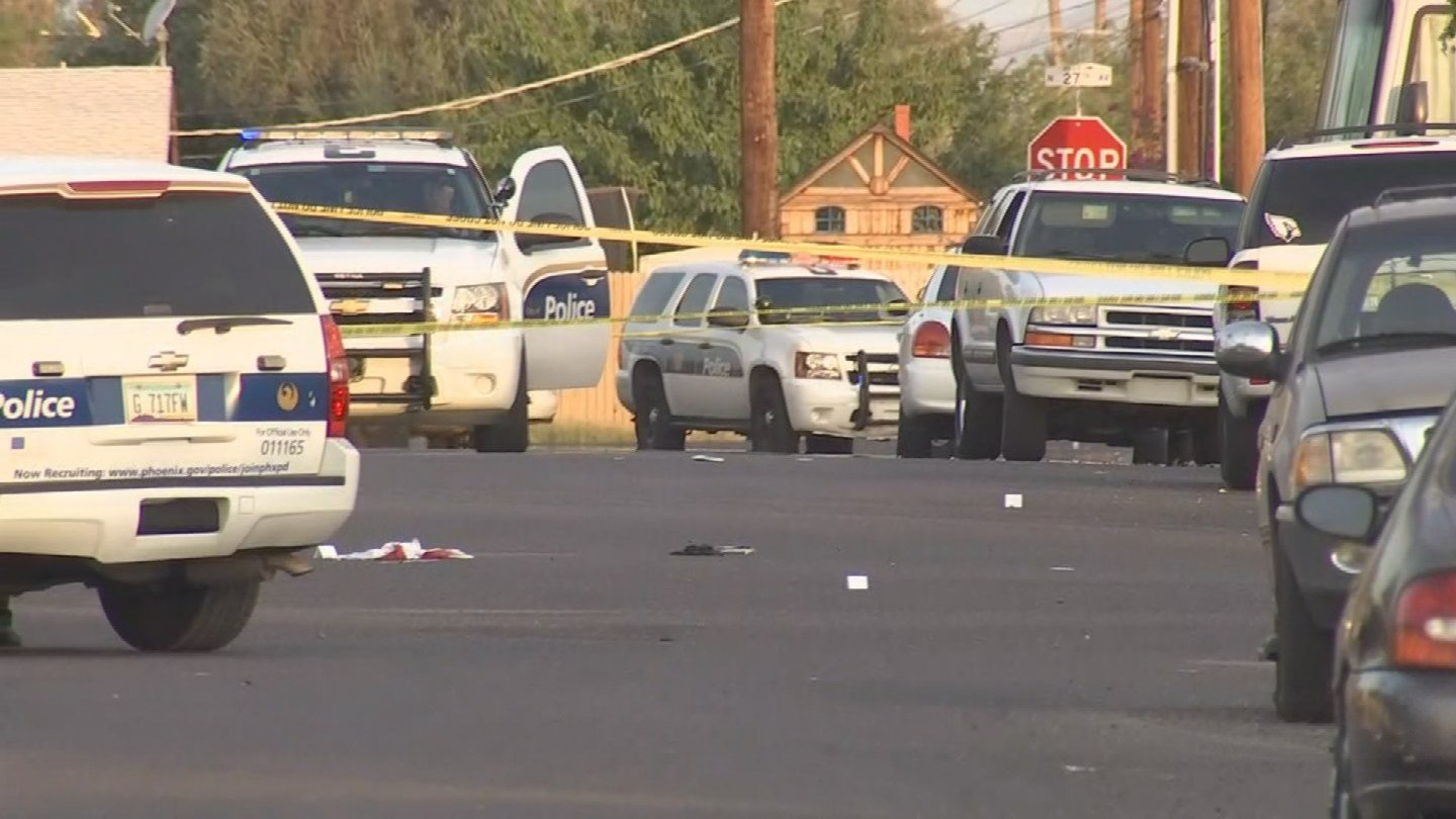 Phoenix police officers are talking with family members and other people who heard the gunshots in the area. (Source: 3TV/ CBS 5)(Source: 3TV/ CBS 5)