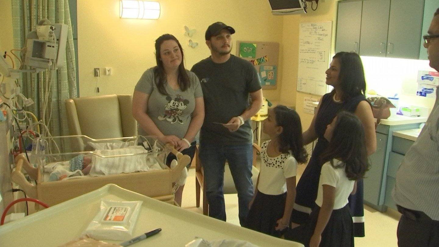 Isha and Diya Goel visit a family in the NICU at Cardon Children's Medical Center in Mesa. (Source: 3TV/CBS 5)
