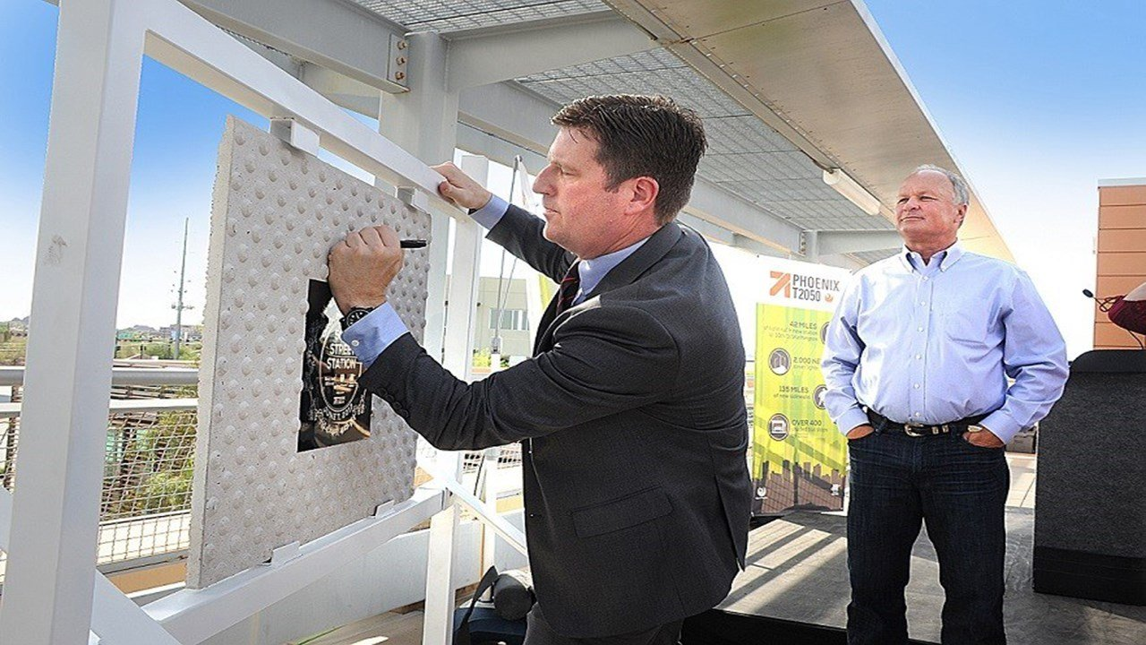 Mayor Greg Stanton at Ability 360 announcing the construction of the light rail station at 50th St. and Washington St. (Source: Valley Metro)