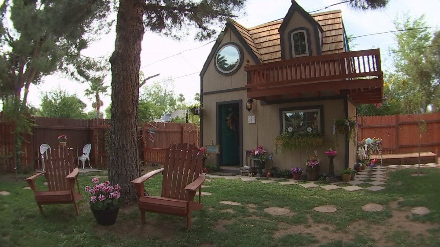 Phoenix family builta two-story playhouse for their 6-year-old daughter. (Source: 3TV/CBS 5)