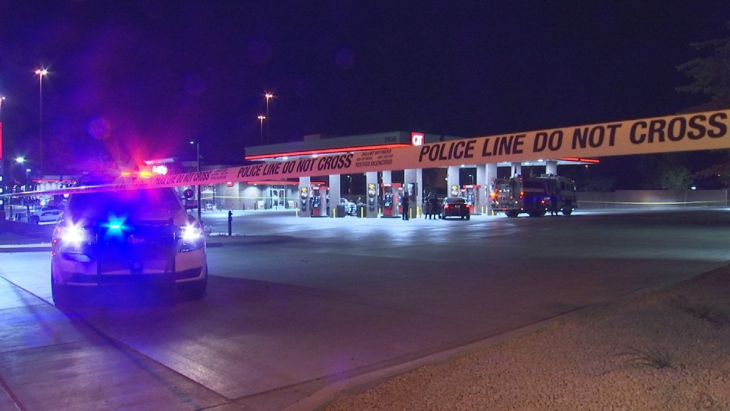 A man was stabbed several times outside of a Phoenix QuikTrip. (Source: 3TV/CBS 5)