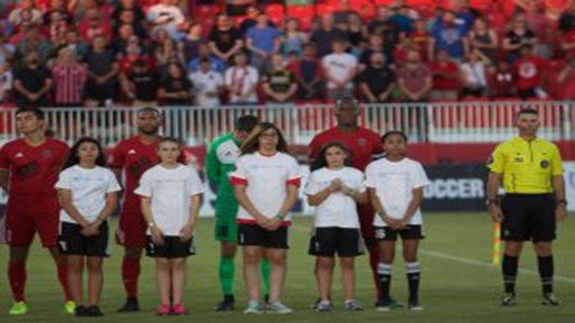 Didier Drogba (right-center) captains Phoenix Rising FC in his debut against Vancouver Whitecaps FC 2. (Source: John Arlia/Cronkite News)