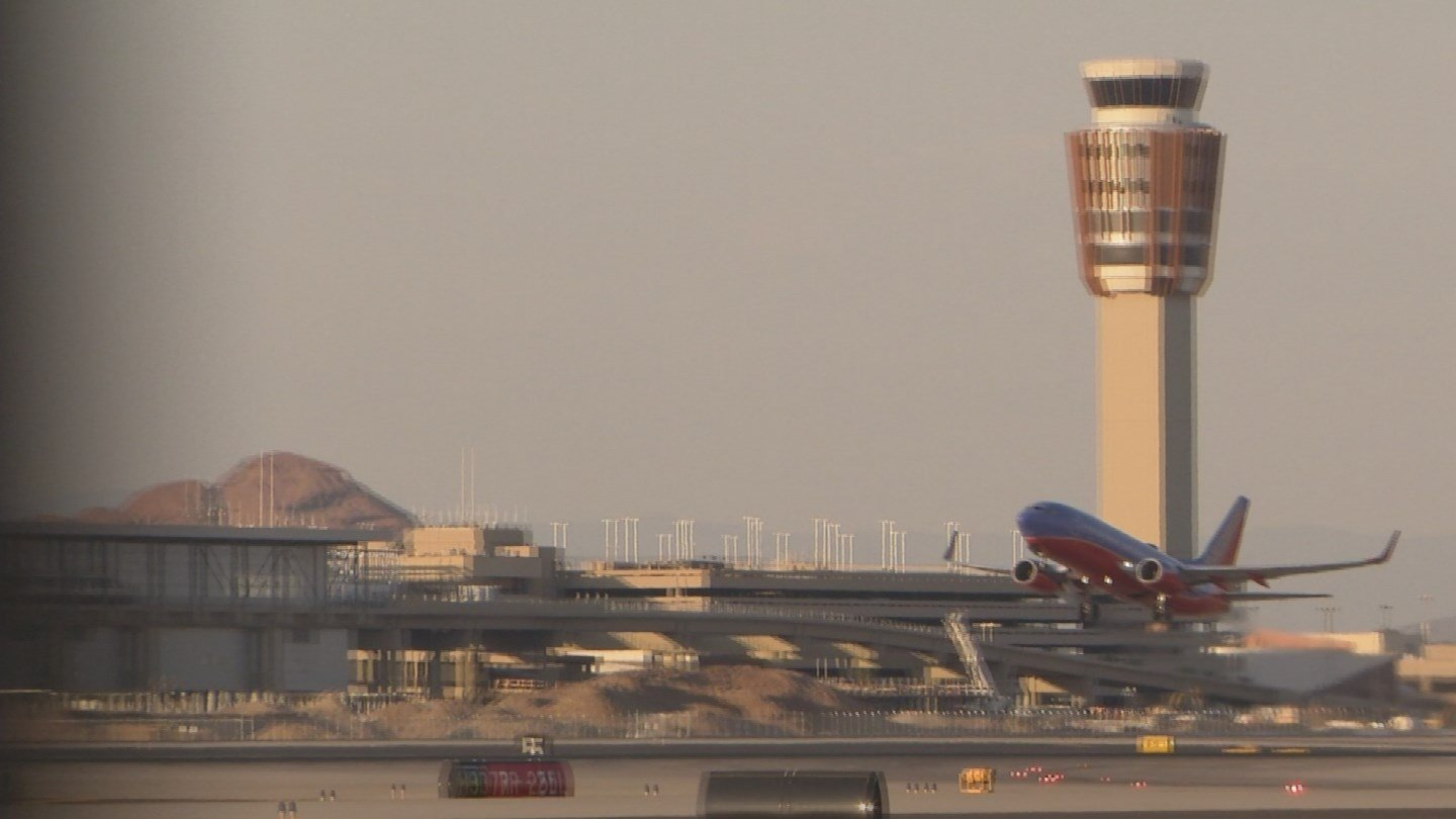 "American Airlines sent customers a notice warning them that the high temperatures from Monday to Wednesday between 3 p.m. and 6 p.m. may ""impact flight operations, specifically regional flights that operate on smaller aircraft."" (Source: 3TV/CBS 5)"