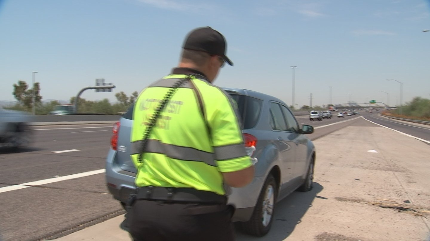 DPS Roadside Motor Assistance patrols our Valley freeways day and night looking for drivers in distress. (Source: 3TV/CBS 5)