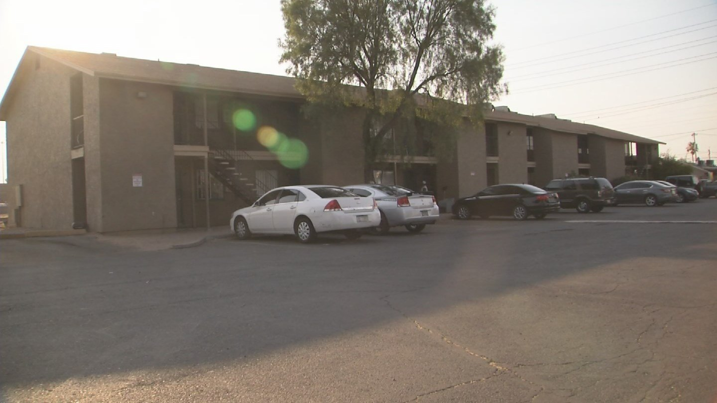 Tenants at the Polk Terrace Apartments off North 23rd Street say they have been without A/C for two days. (Source: 3TV/CBS 5)