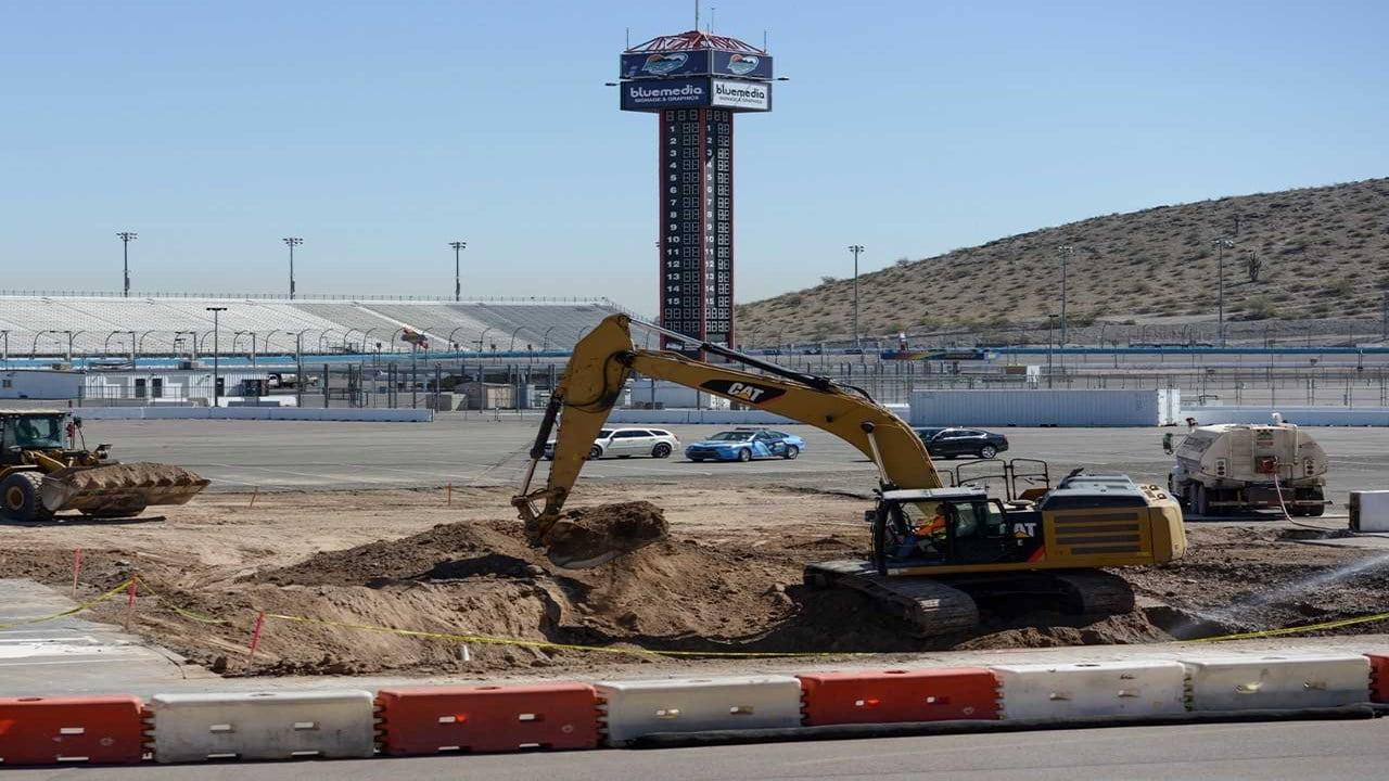 (Source: Phoenix Raceway)