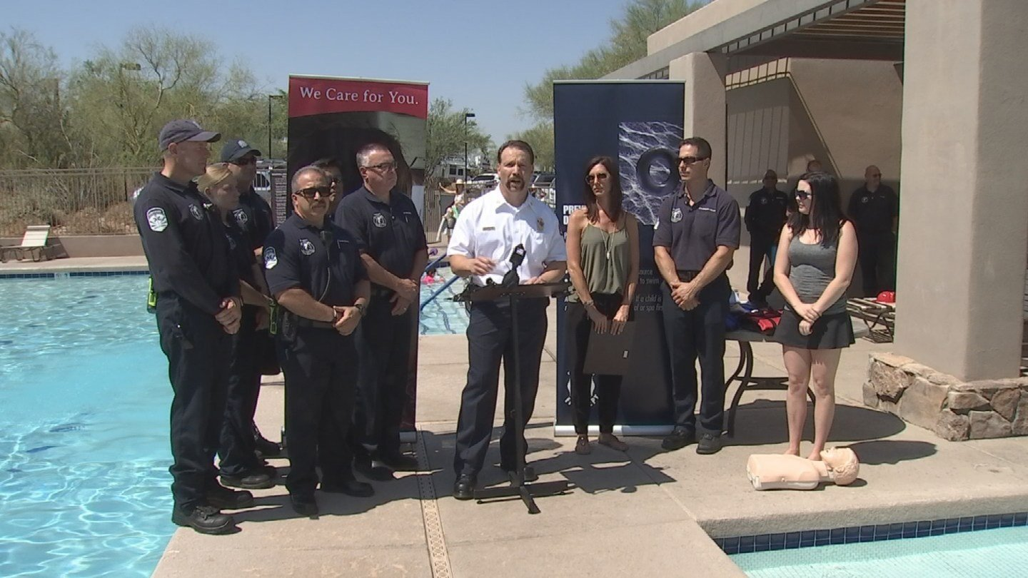 Scottsdale Fire and AMR-Life Line honor nurse, Amanda Smith (third front right) (Soruce: 3TV/CBS 5)