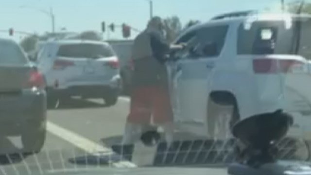 A man was seen punching another man in an SUV during a suspected road rage incident. (Source: Howard WaGGner/News of Maricopa)