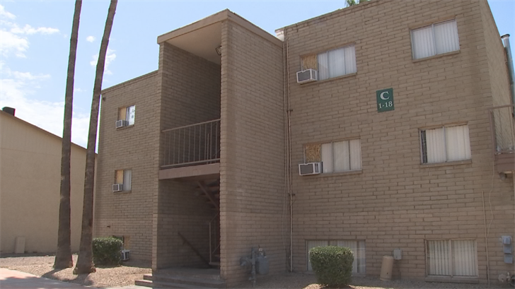 Residents at the Cimmaron Springs Apartments in Phoenix say they are hot under the collar, literally and figuratively. (Source: 3TV/CBS 5)