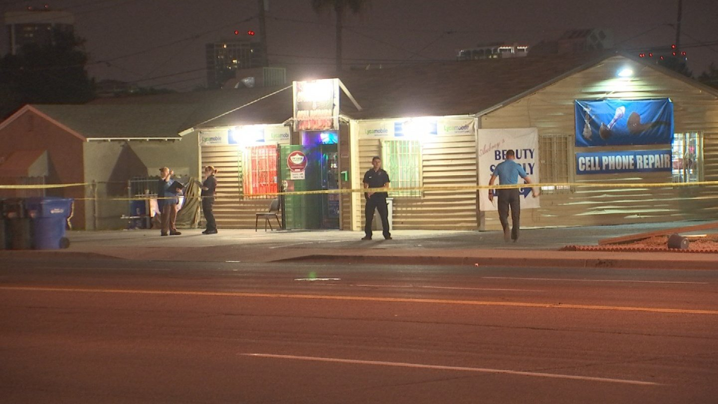A smoke shop employee was shot in Phoenix Thursday night, according to police. (Source: 3TV/CBS 5)