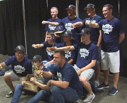 D-backs OF David Peralta presents Kellis High with state championship rings. (Source: 3TV/CBS 5)