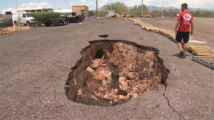 Fanton blames the County for not warning him about fissures, but a Pinal County spokesman says Fanton had hired an engineering firm to fix a fissure shortly after he moved in. (Source: 3TV/CBS 5)