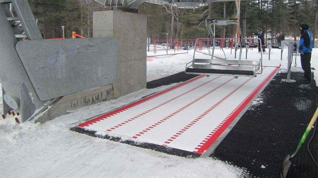 Conveyor belt with quad chairlift (Source: Arizona Snowbowl)