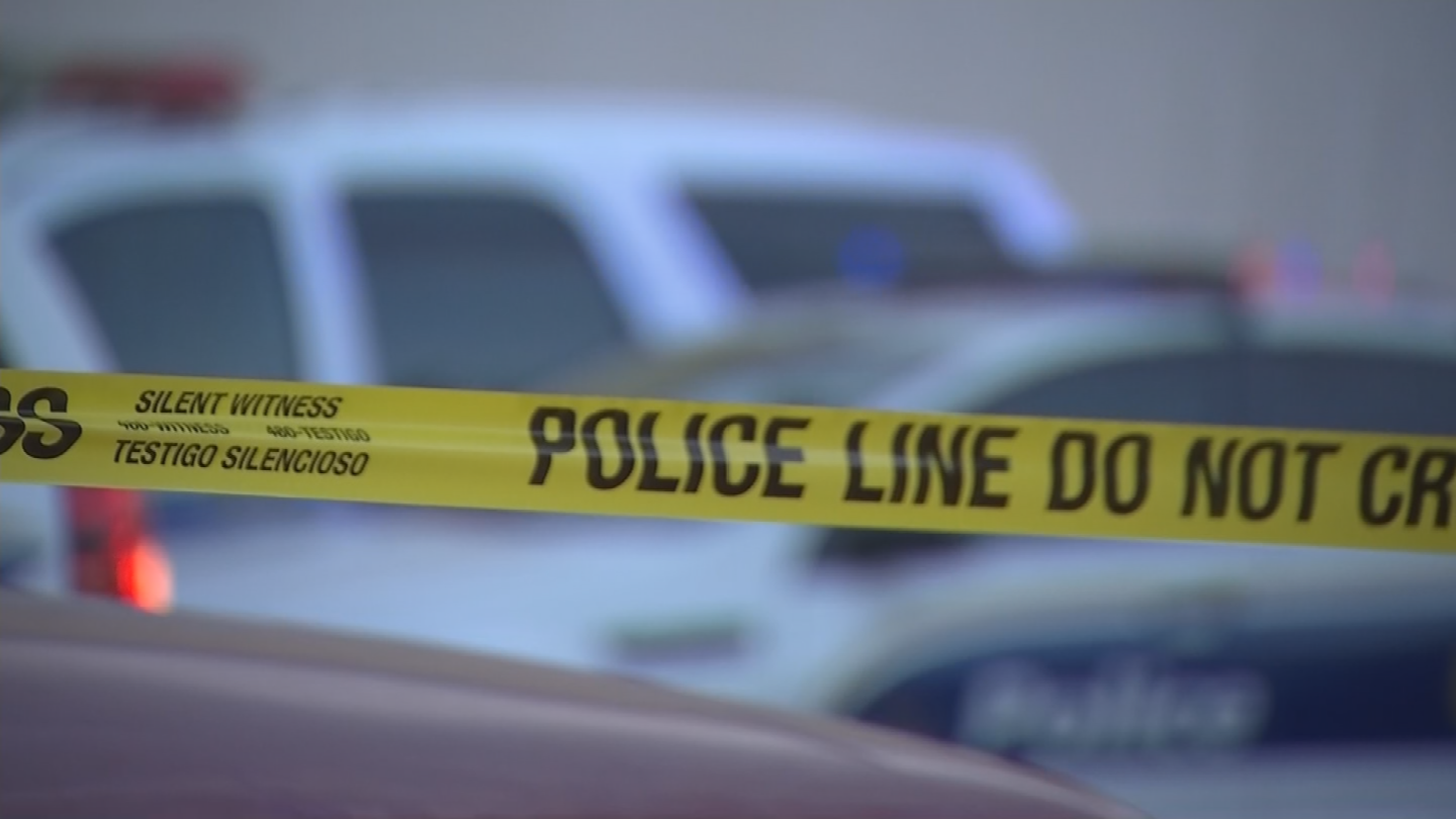 Phoenix police say, on Tuesday night, an armed man tried to rob a Walgreens on Union Hills. Investigators say he demanded oxycodone, and shortly after, a customer in the store shot and killed the suspect. (Source: 3TV/CBS 5)