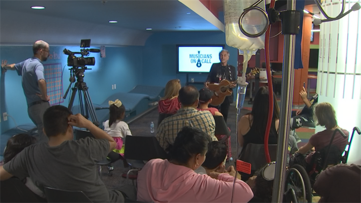 "The free 30-minute concert took place in the hospital's playroom called ""The Zone"" thanks to Musicians on Call, a nonprofit based out of New York. (Source: 3TV/CBS 5)"