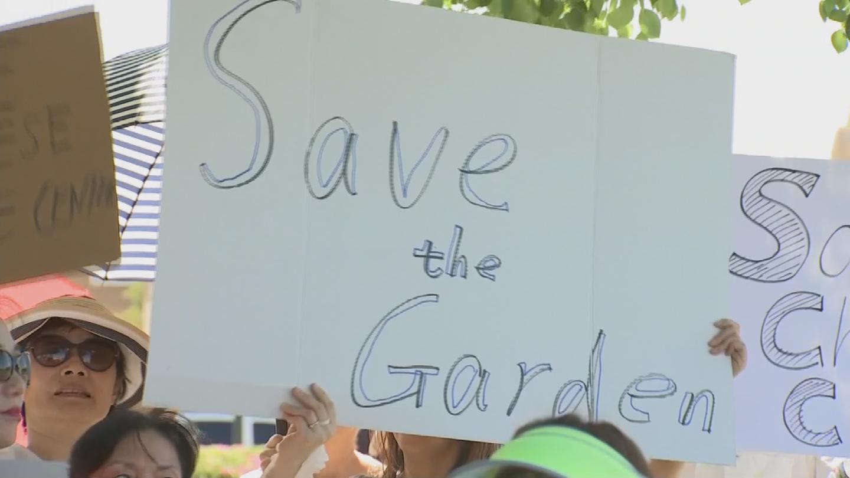 Demonstrators want the gardens preserved. (Source: 3TV/CBS 5)