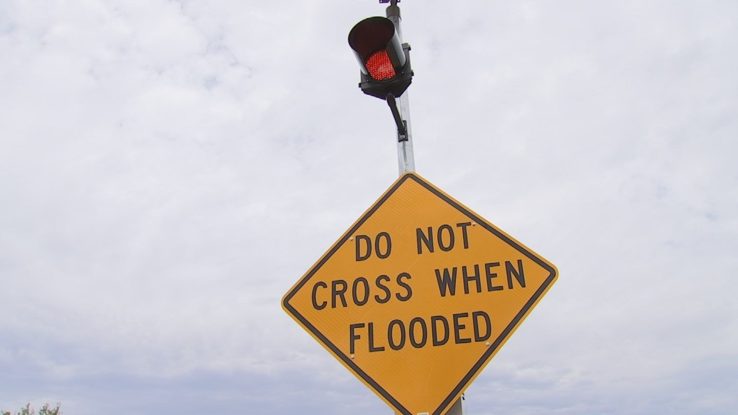 The automated devices have warning lights that flash when activated by a system that monitors rainfall amounts and streamflow data. (Source: 3TV/CBS 5)