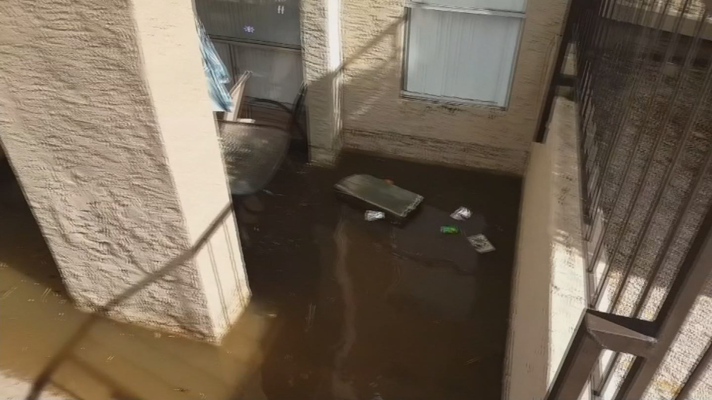 Weekend storms flooded this apartment complex in Glendale. (Source: 3TV/CBS 5 News)