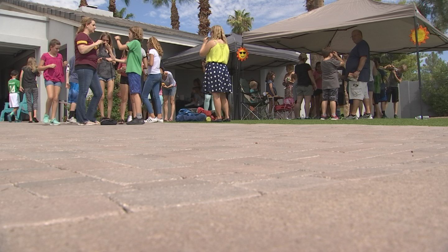 Solar eclipse party on the front lawn. (Source: 3TV/CBS 5 News)