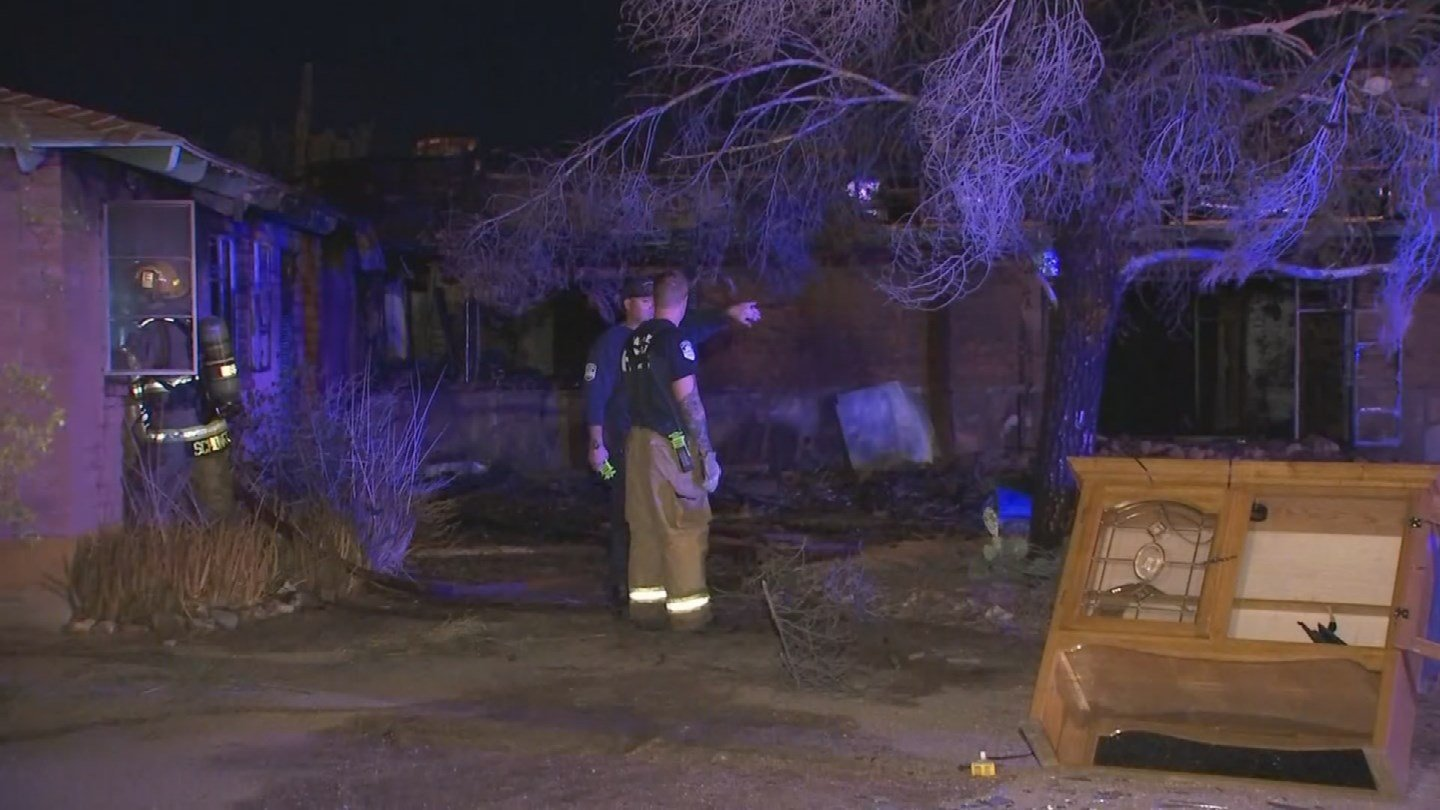 Rural Metro Fire extinguished a fully engulfed fire at an abandoned home in Apache Junction early Friday morning. (Source: 3TV/CBS 5)