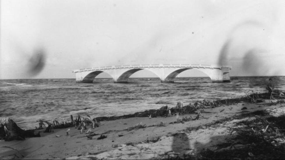 Bridge near Miami washed away during hurricane of 1926. (Source: Wikipictures)