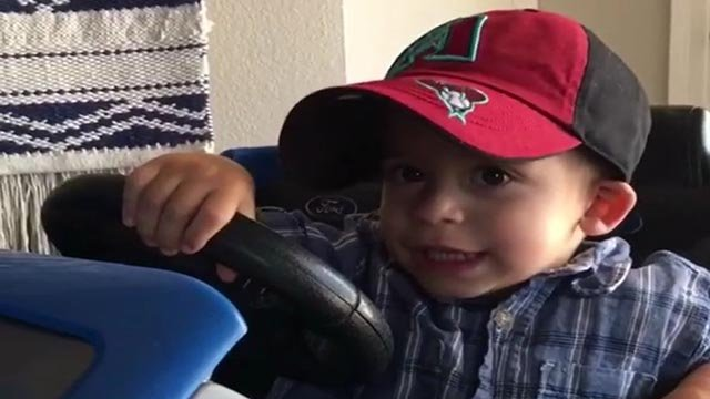 For 2-year-old Charlie, the decision to root for his hometown team, the Diamondbacks, or his hometown hero, Bellinger, is a difficult decision. (Source: Jenna Abbadessa/Instagram)