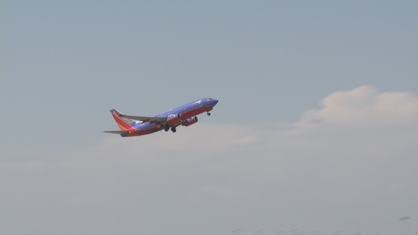 About 1,200 aircraft and more than 120,000 passengers arrive at and depart from Phoenix Sky Harbor International Airport each day. (Source: 3TV/CBS 5)