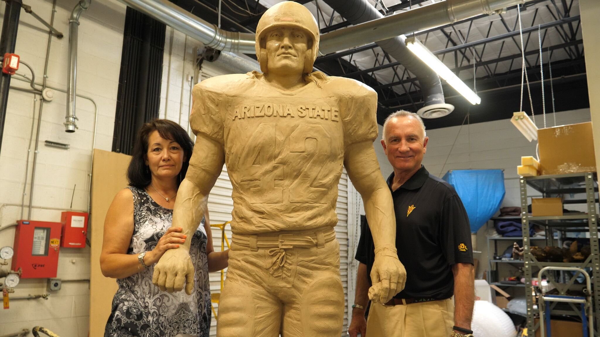 Davenport and Pearce with the statue (Photo: Sun Devil Athletics)
