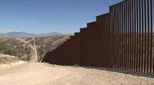 DHS Awards Four Contracts for Border Wall Prototypes