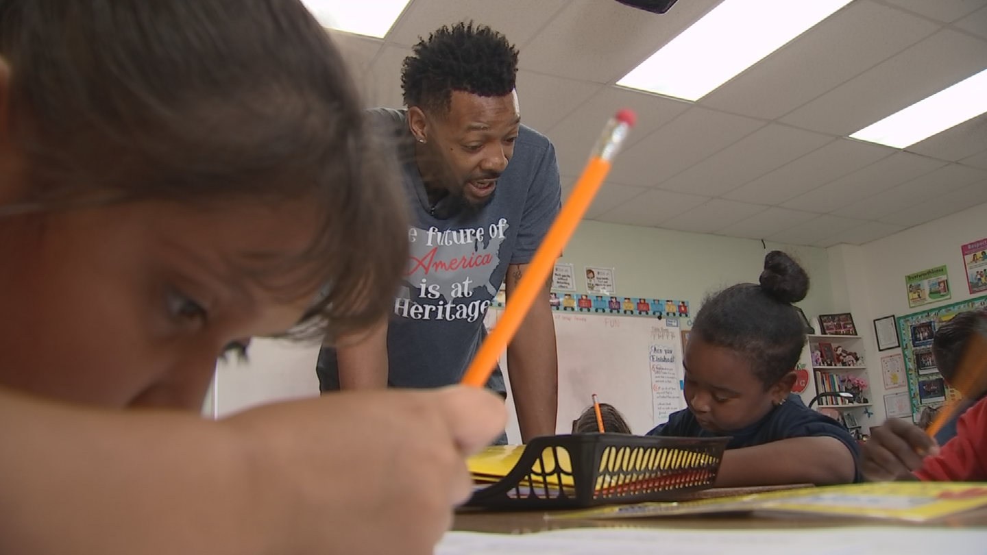Heritage Elementary School teacher Anthony Webster is helping3rd graders with reading comprehension and vocabulary, but perhaps a more important lessonis what he taught them about life and helping others. (Source: 3TV/CBS 5)
