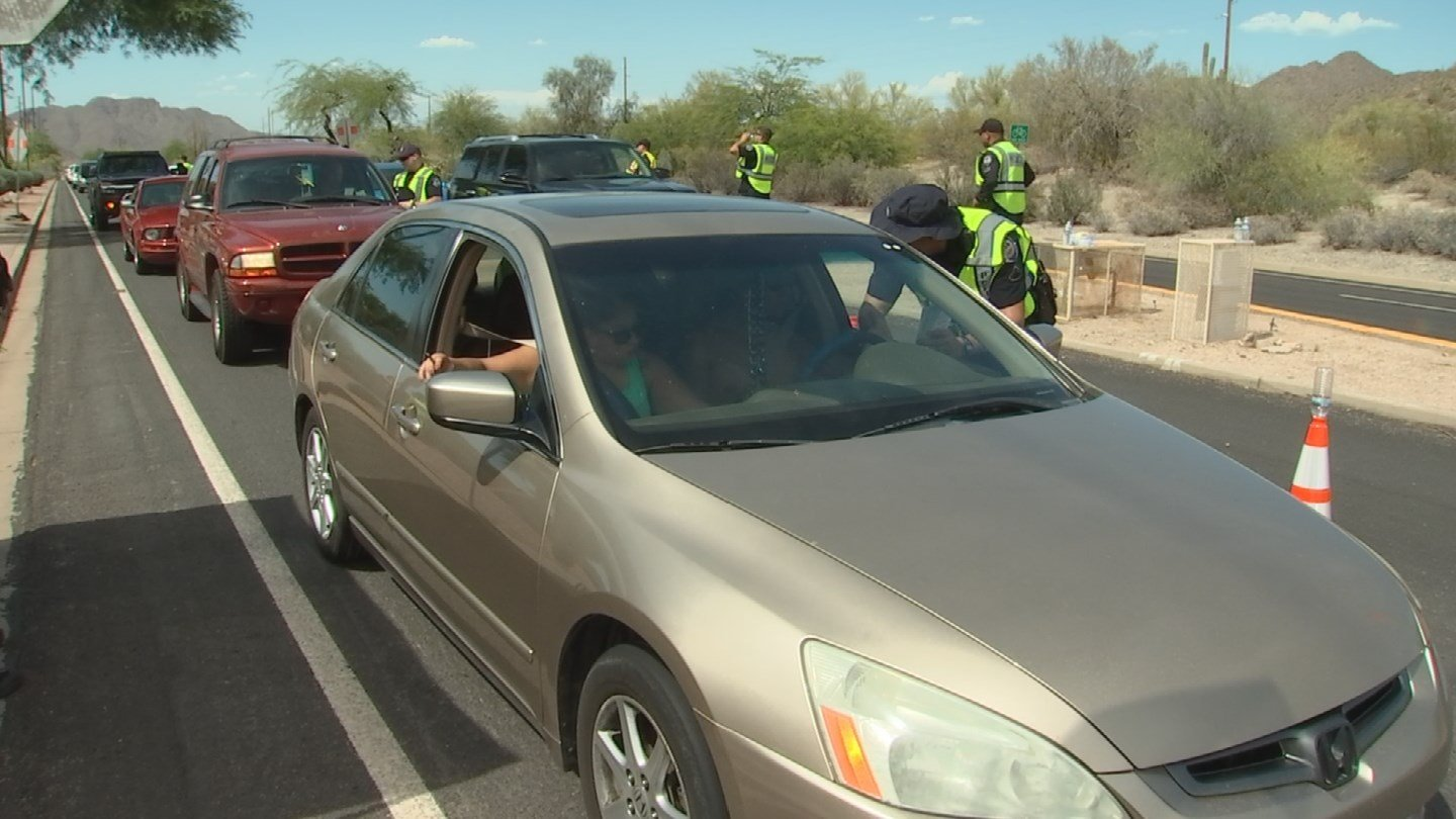 Officers checking drivers at a DUI checkpoint. (Source: 3TV/CBS 5 News)