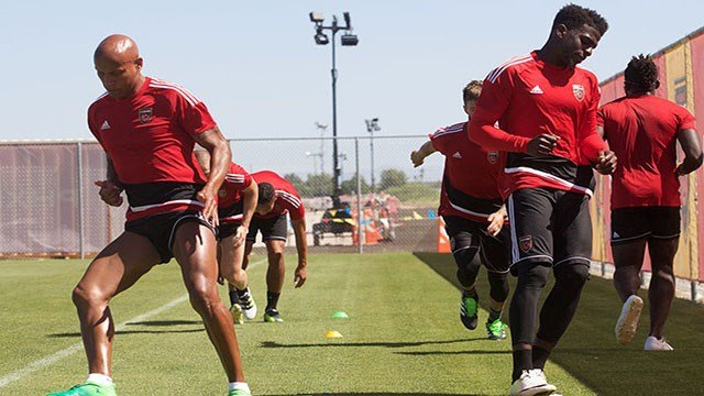 Phoenix Rising FC players Jordan Stewart (left) and Jason Johnson (right) train in the heat, even though the conditions are often above 100 degrees. Many players see it as an advantage. (Source: John Arlia/Cronkite News)