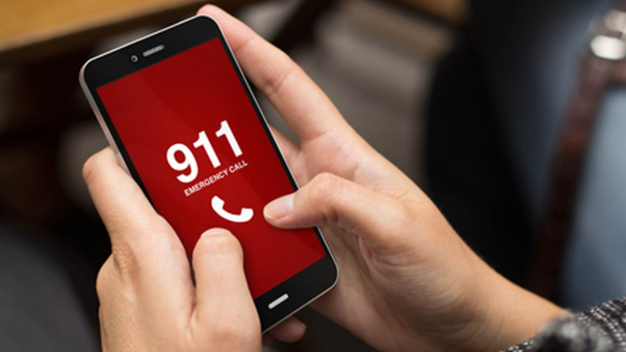 """""""Many"""" 911 lines are down in northern Arizona due to a fiber line that was cut. (Source: georgejmclittle / 123RF Stock Photo)"""