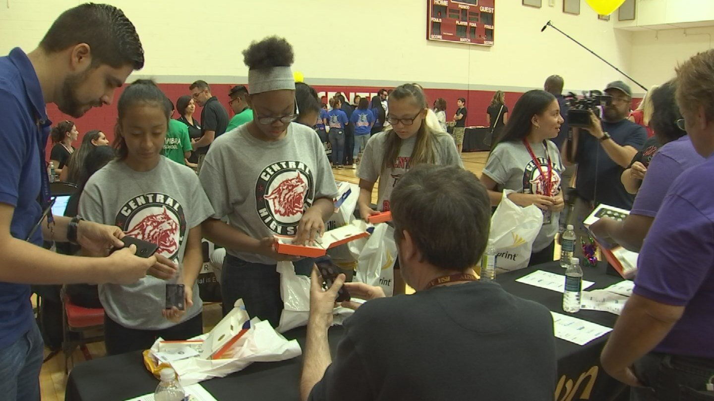 Sprint's One Million Project provided more than 5,400 high school students in Phoenix Union High School District with a free mobile device and free wireless connectivity.(Source: 3TV/CBS 5)