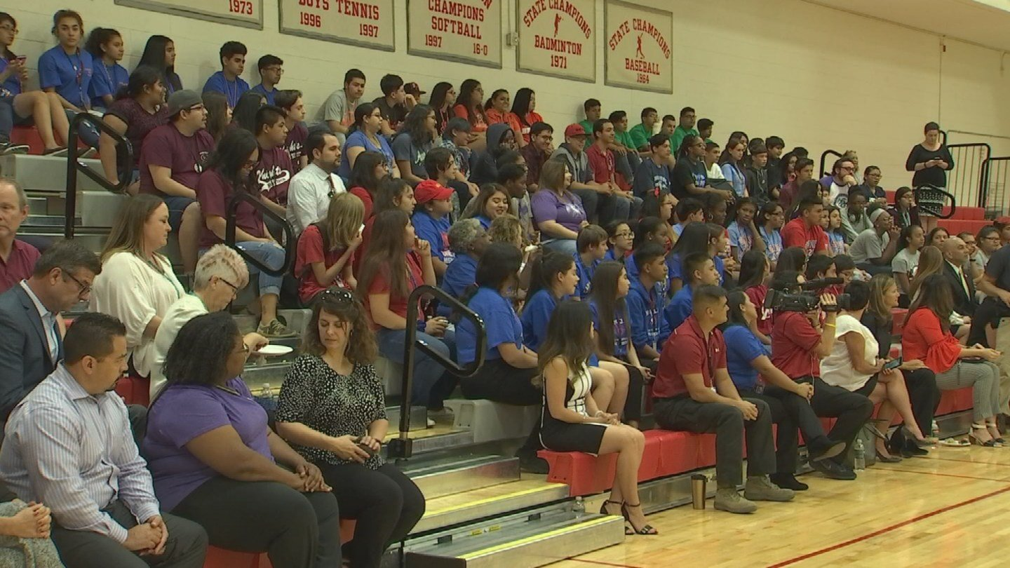 Sprint's One Million Project provided more than 5,400 high school students in Phoenix Union High School District with a free mobile device and free wireless connectivity. (Source: 3TV/CBS 5)