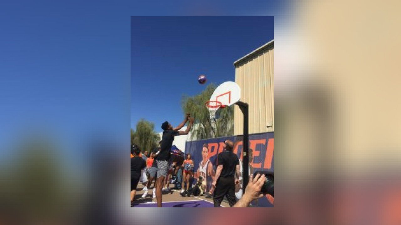 Suns forward Derrick Jones Jr. made the first-ever basket on the newly renovated Neighborhood Ministries basketball court with an alley-oop. (Photo by Eric Newman/Cronkite News)