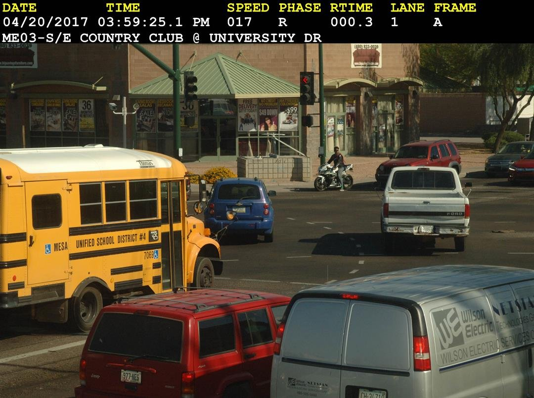 A Mesa Public Schools bus runs a red light in April 2017. (Source: 3TV/CBS 5 public records request)