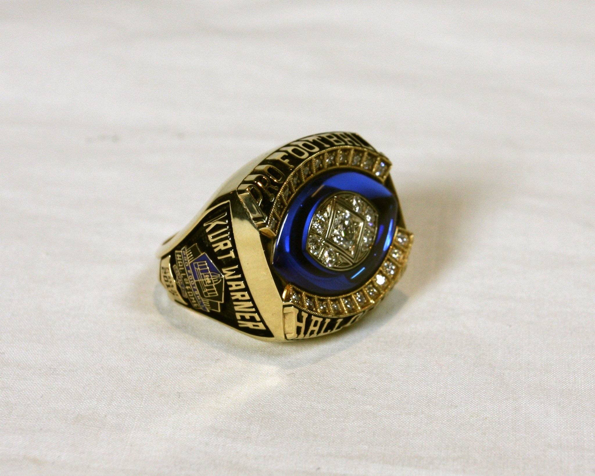 The team presented Warner with his Hall of Fame Ring. He was surprised to see it for the first time on social media: (Source: Pro Football HOF/Kay Jewelers)
