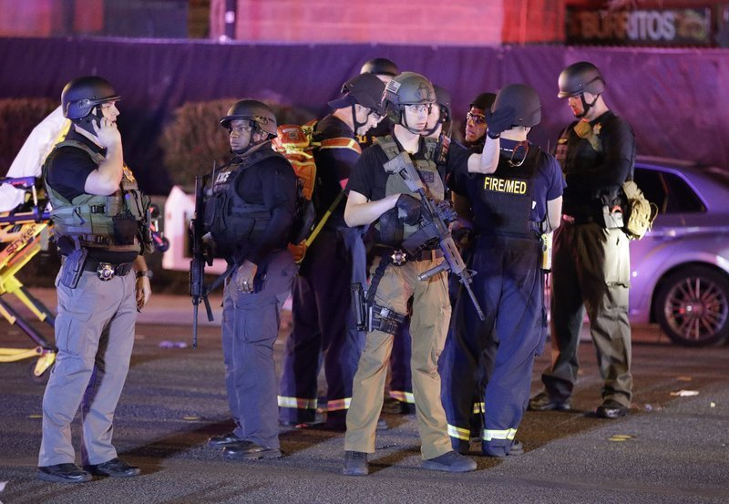 Officers responding to the shooting at Las Vegas. (Source: Associated Press)