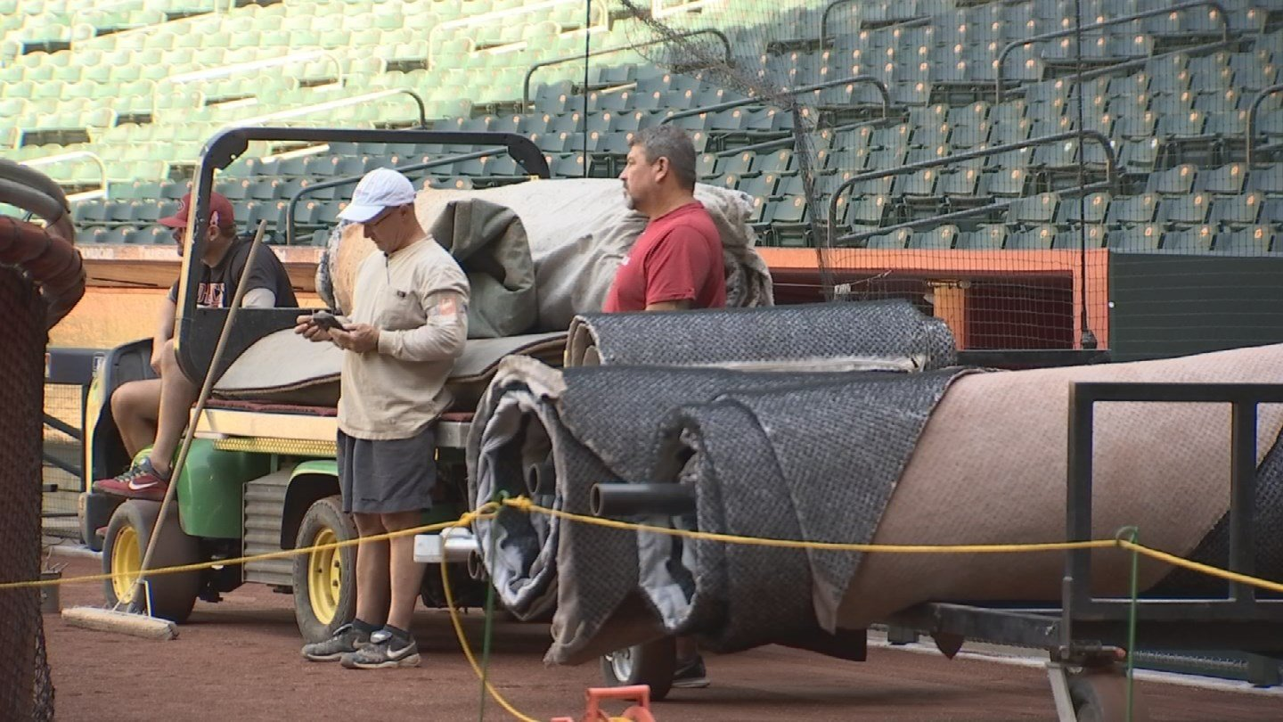Dbacks grounds crew prepares for Wild Card game at Chase Field. (Source: 3TV/ CBS 5)