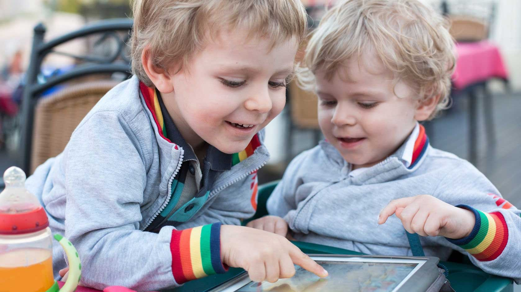 A specialist we spoke with says science shows a direct correlation between the amount of time kids spend online and changes in their developing brains.(Source: Irina Schmidt via 123RF)