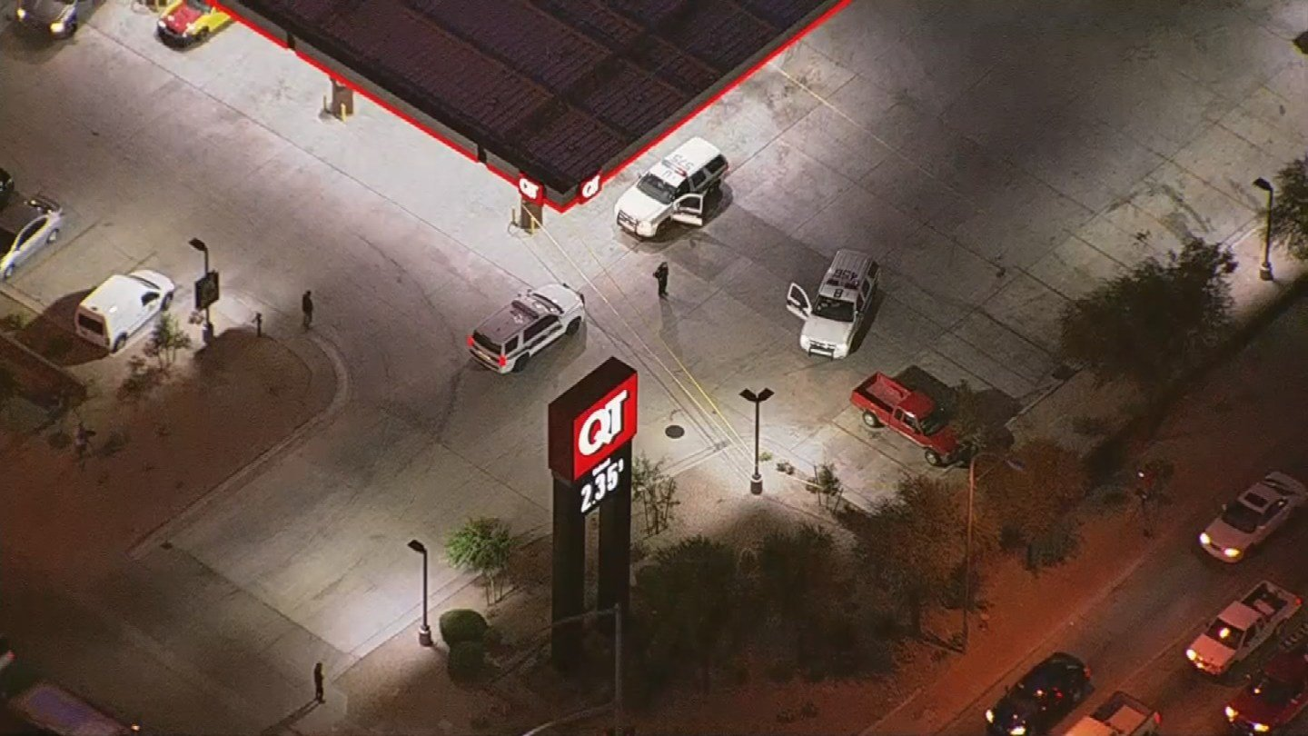 An aerial view of the QuikTrip at I-17 and Camelback Rd. where police are investigating after a driver was shot in Interstate 17 (Source: 3TV/CBS 5)