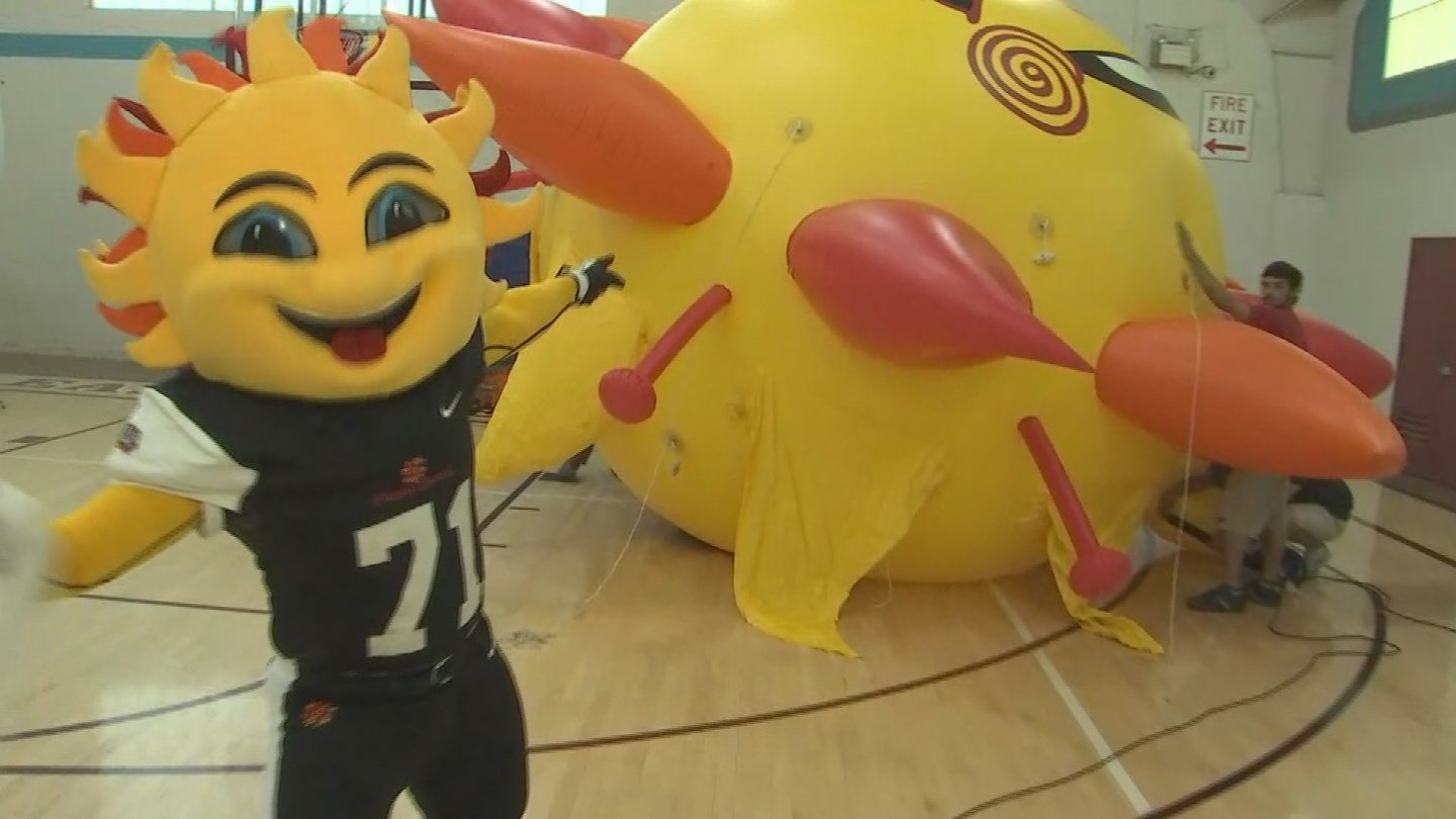Fiesta Bowl mascot Spirit shows off sunburst balloon.(Source: 3TV)