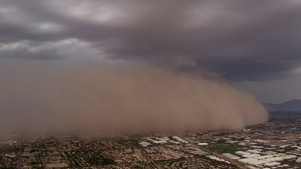 Dust storm rolls into the Valley