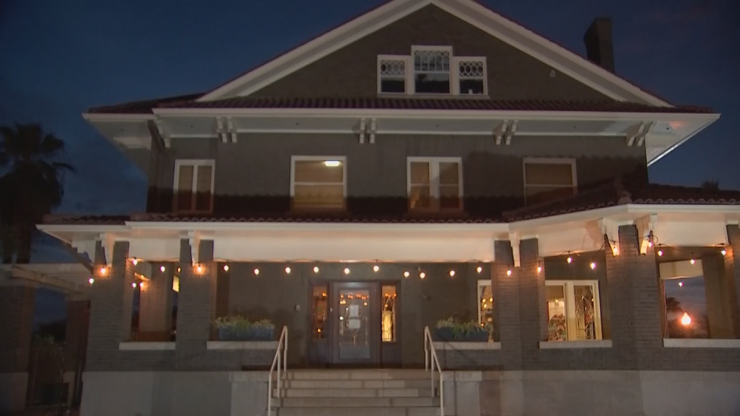 """The Ellis-Shackelford House is the last house of its kind standing on what was called """"Mansion Row."""" (Source: 3TV/CBS 5)"""