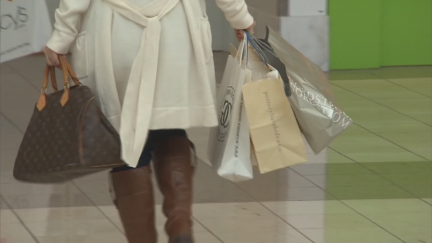 Holiday shoppers should be on the lookout for scammers. (Source: 3TV/CBS 5)