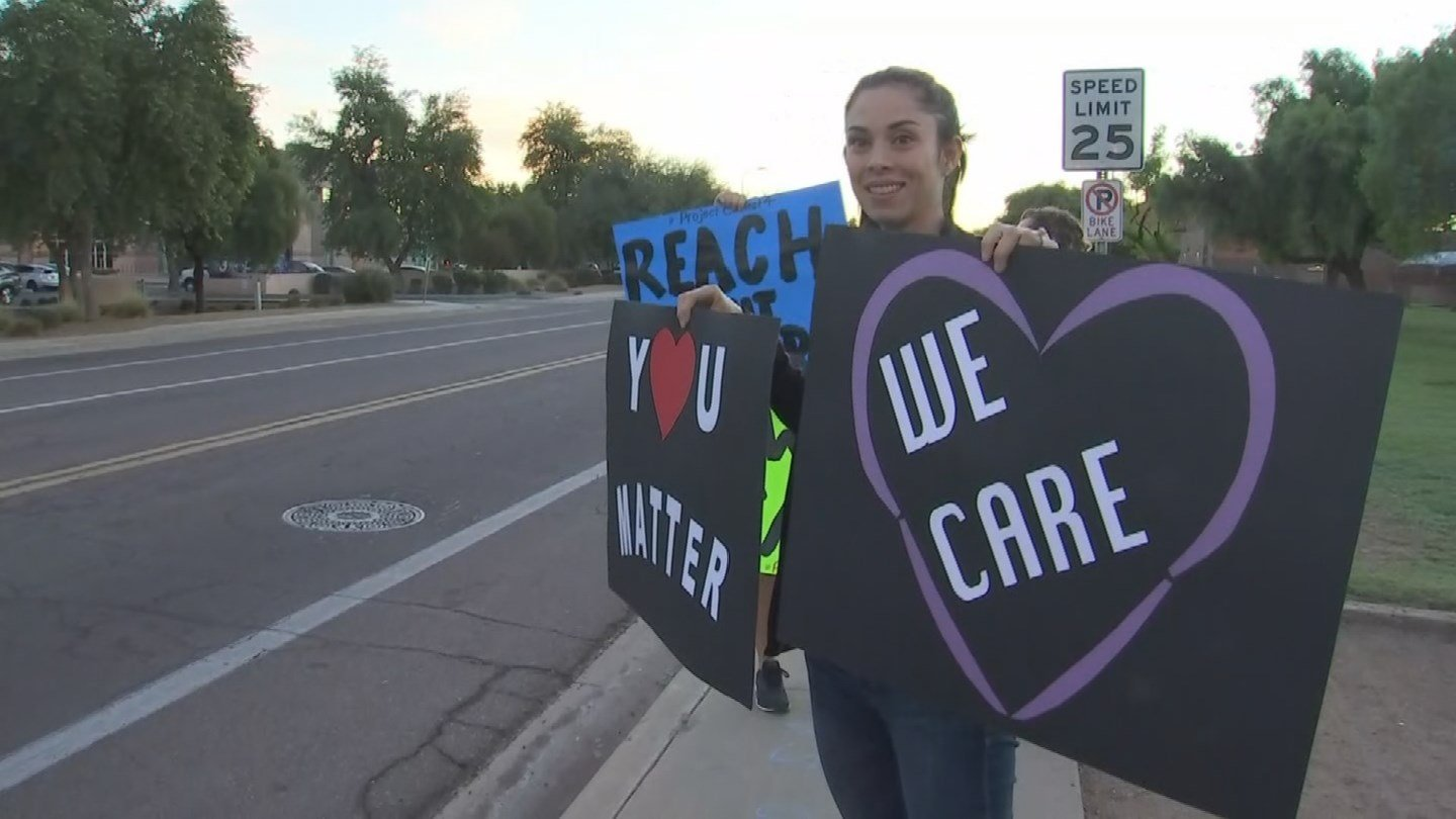 The Tempe community rallied, showing supportof Corona Del Sol Thursday morning after tragedy struck when a sophomorestudent committed suicide earlier this month. (Source: 3TV/CBS 5)