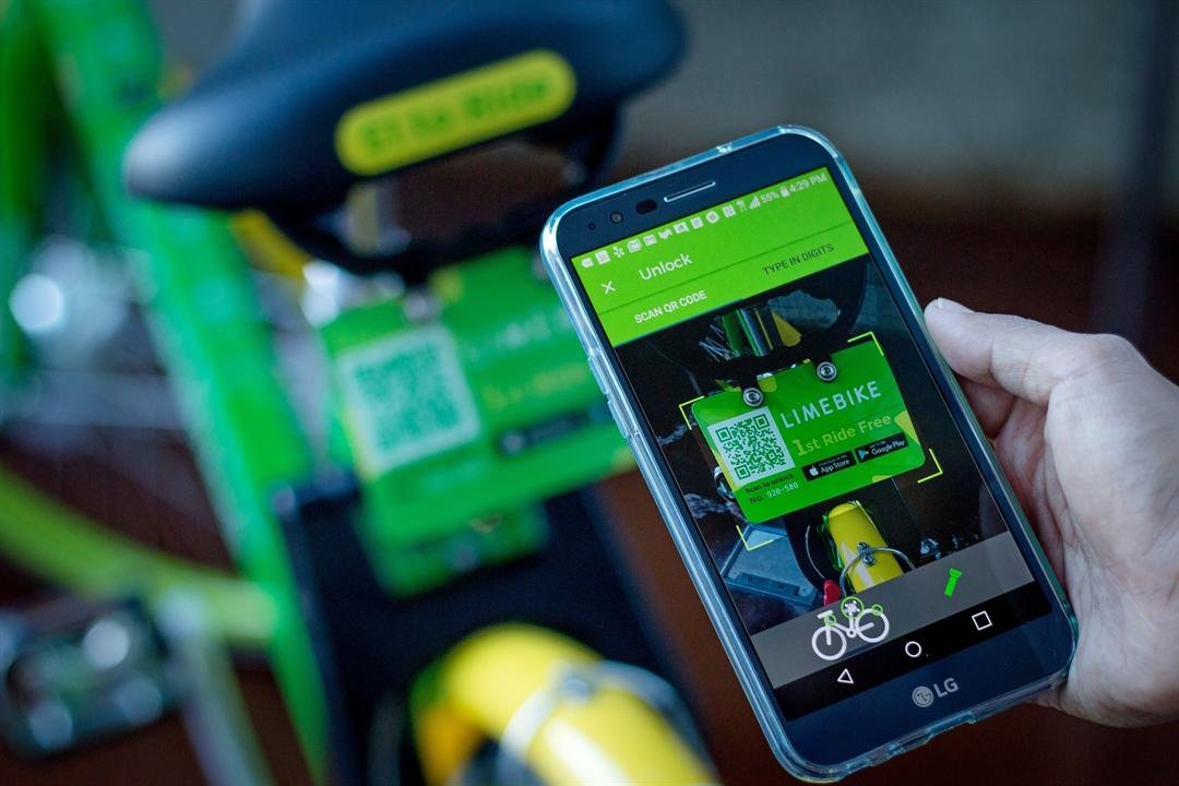 Usershave an app where they can look up where to pick up a nearby bicycle. (Source: LimeBike)
