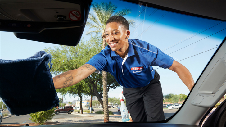 Uber partnered with Jacksons Car Wash to give discounted car washes, detailand oil changes for more than 15,000 Uber drivers in the area. (Source: Uber/Jacksons Car Wash)